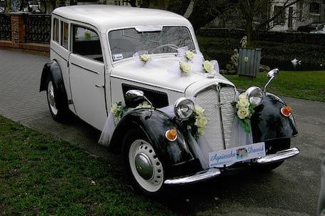 Limuzyna retro do ślubu i nie tylko