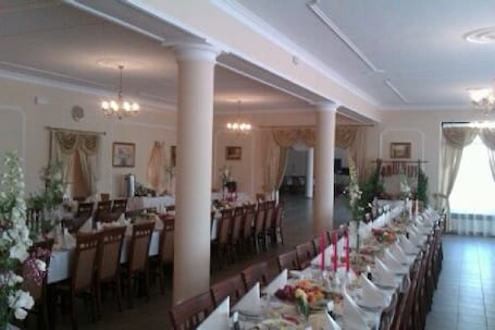 Firma na wesele: Sala Bankietowa 'Na Trakcie'