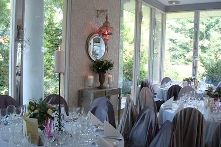 Firma na wesele: Dwór Giemzów Hotel Restauracja