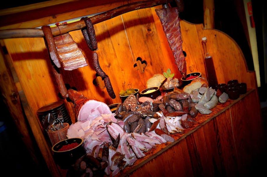Bufet regionalnych mięs i wędlin
