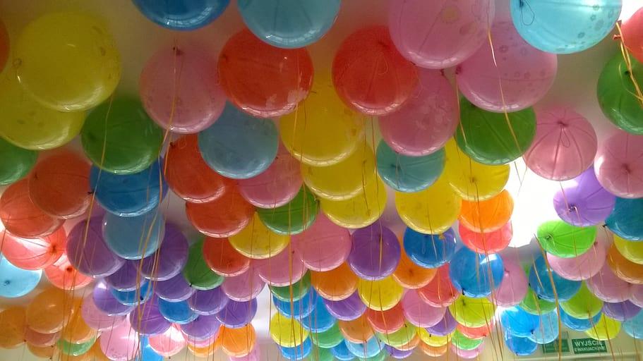 sufit balonowy z balonów półmetrowych dla dzieci