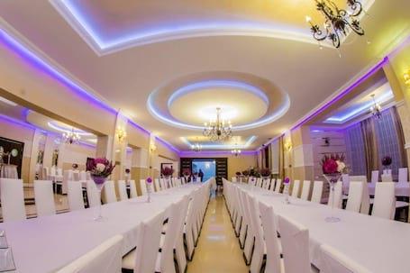 Firma na wesele: Dom Weselny Otfinów