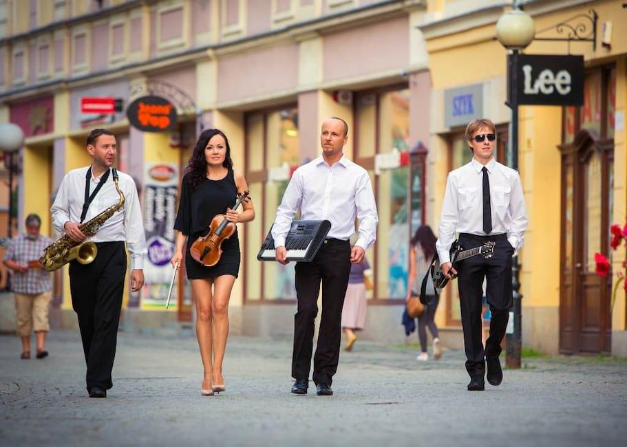 Eliza Band 4 osoby