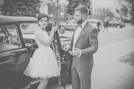 Firma na wesele: Zabytkowy piękny samochód na ślub