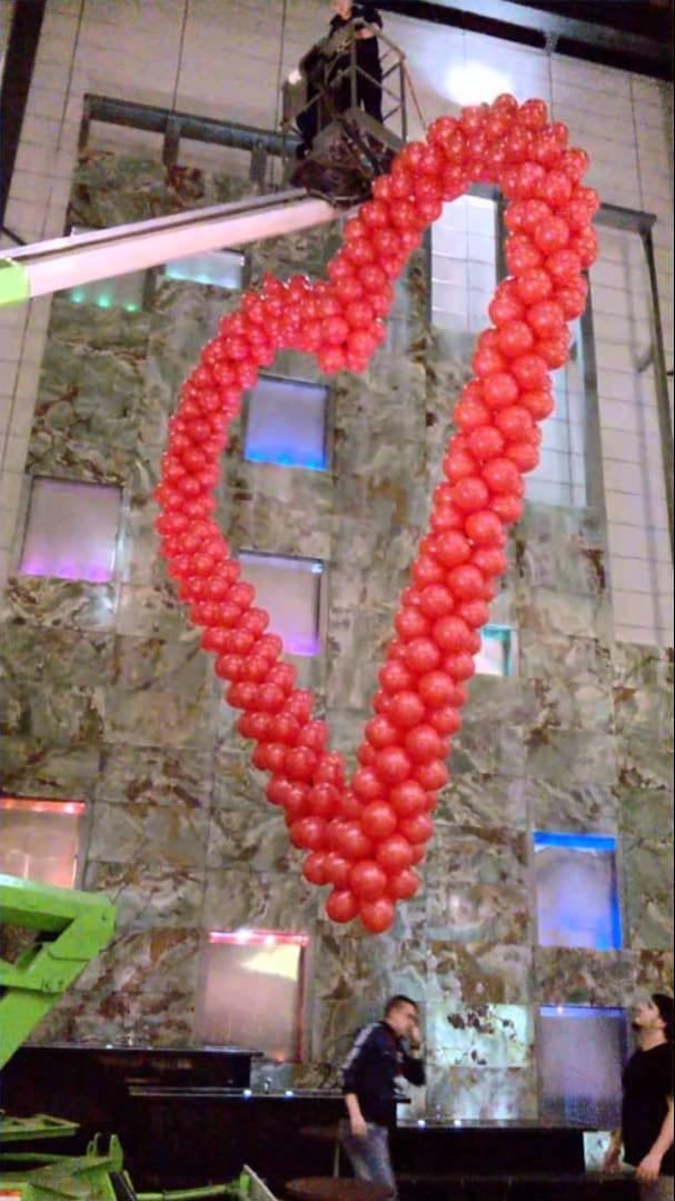 Walentynkowa Dekoracja Galerii – 3 Gigantyczne Serca Z Balonów!