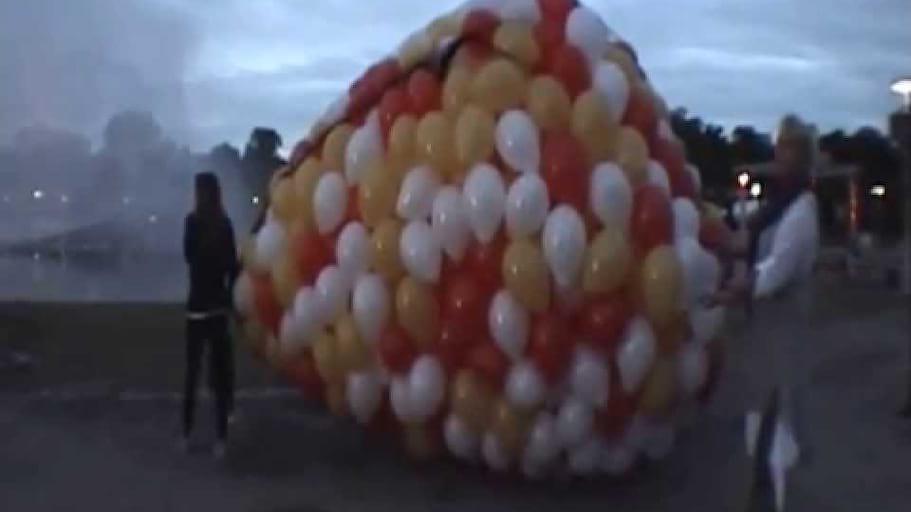 Wypuszczanie 2 tysiecy balonow z siatki Pergola Hala Stulecia