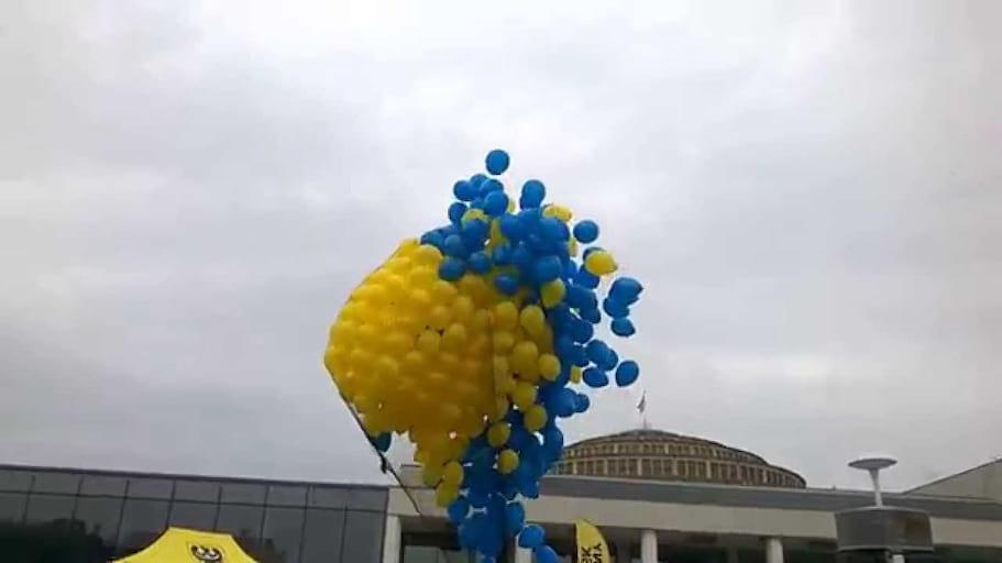 Hala Stulecia Pergola Wypuszczenie 500 balonów z helem przez Balomania Wrocław