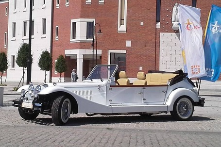 Firma na wesele: Alfa Romeo do ślubu retro cabrio