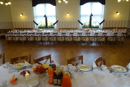 Firma na wesele: Catering Weselny Kawiarnia Maja