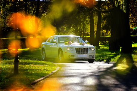 Firma na wesele: Chrysler 300c HEMI ecru (350KM)