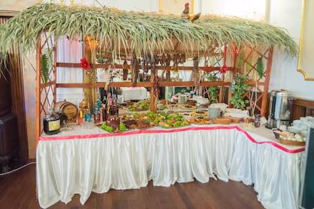 Firma na wesele: Tradycyjny stół wiejski