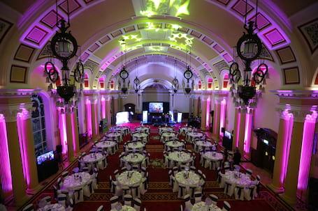 Firma na wesele: Dekoracja światłem