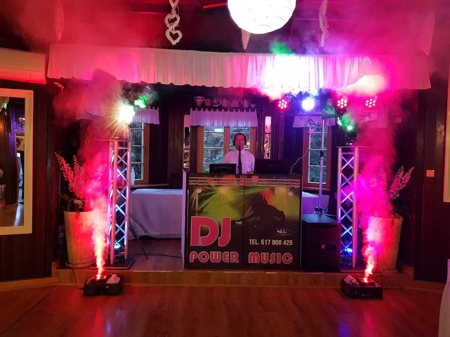 DJ POWER MUSIC - gotowy do rozpoczęcia imprezy