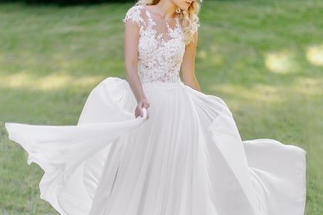 Firma na wesele: Salon  Mody Ślubnej  ONA
