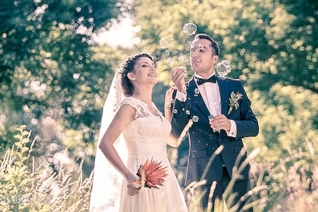 Firma na wesele: Dynamiczne filmy ślubne