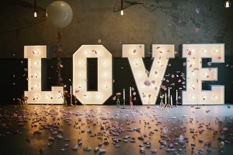 Firma na wesele: Podświetlany napis LOVE - HIT