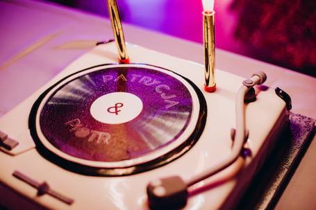 Firma na wesele: Stylowe Wesela: DJ + prowadzący + ?