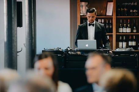 Firma na wesele: DJ Jarek Kowalski